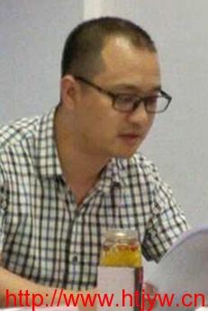石华报告第四届理事会财务工作(龙少奇 摄)
